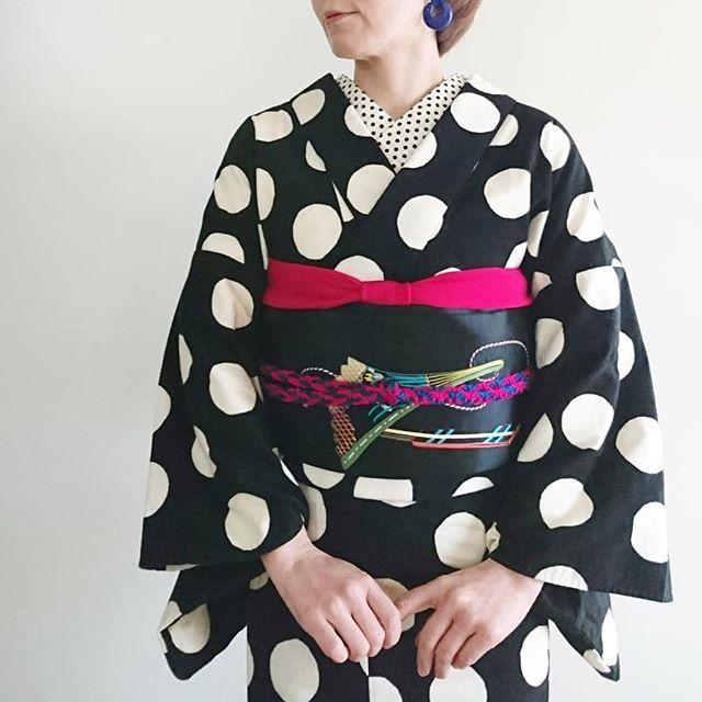 今日は2レッスン #着物コーディネート お気に入りの#ドット 着物に#アンティーク の刺繍の#名古屋帯 で小物はピンクとブルー . . #帯揚げ のピンクが少ないと何か物足りない感じがしたので(※2枚目写真)多めに変更しました(※1枚目写真)