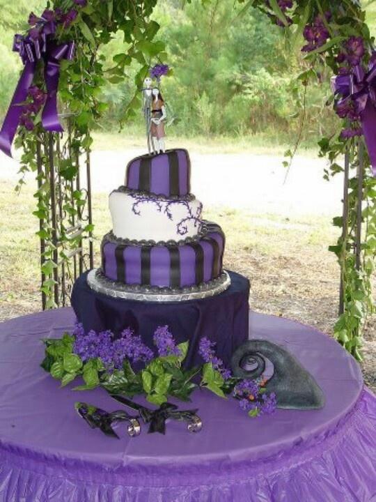 Nightmare Before Christmas wedding cake - I like how this ...