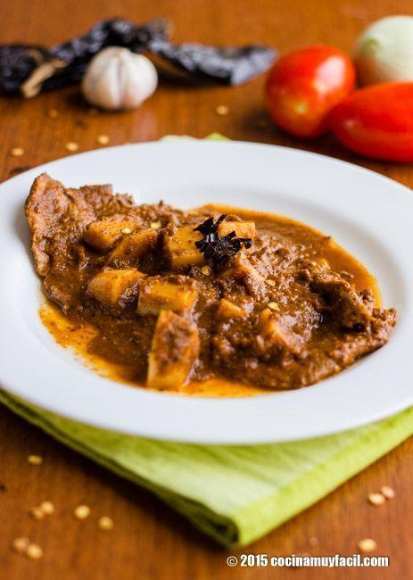 Bisteces en salsa de chile pasilla. Receta   Cocina Muy Fácil   http://cocinamuyfacil.com