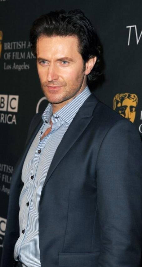 Richard Armitage appears to be growing his hair out. Pinterest is blowing up.