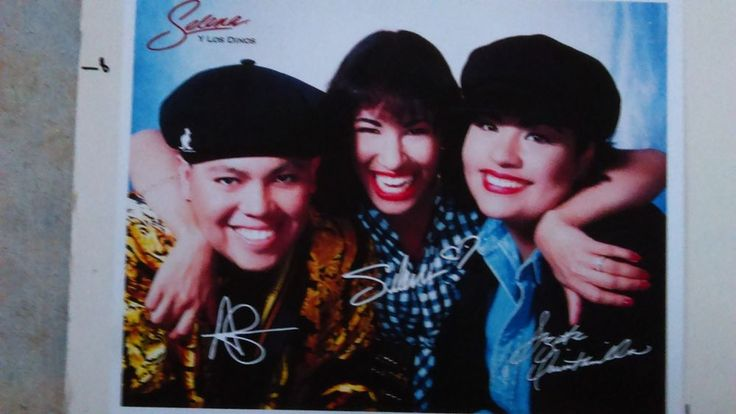 SELENA QUINTANILLA  y los dinos MUSEUM publicity photo hermanos, near mint