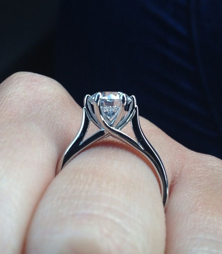 Side View Engagement Ring Claw Clasp And Smooth Crossover