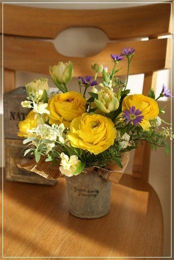 【今日の贈花】出版記念のお祝花|Flower note の 花日記 (横浜・上大岡 アレンジメント教室)