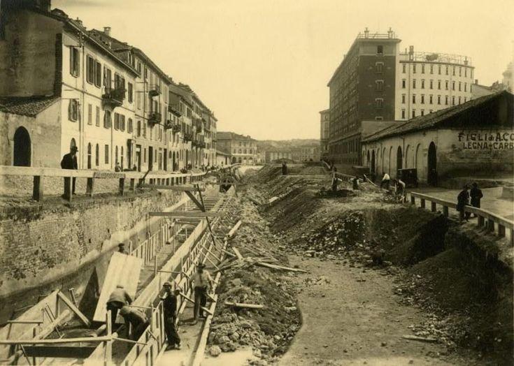 Gerardo Colombi (attr.), 'Lavori di copertura del naviglio in via Vallone' (Milano, marzo 1929  -  dicembre 1930) Civico Archivio Fotografico #MIlan