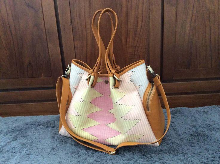 tas kulit dengan kombinasi tenun ikat rang rang  menggunakan pewarna alami dan kulit asli  ukuran 30x40  750K   indimete@gmail.com
