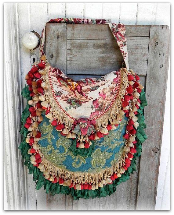 Prairie Couture Carpet Bag  Vagabond Gypsy por ElizabethandWeston