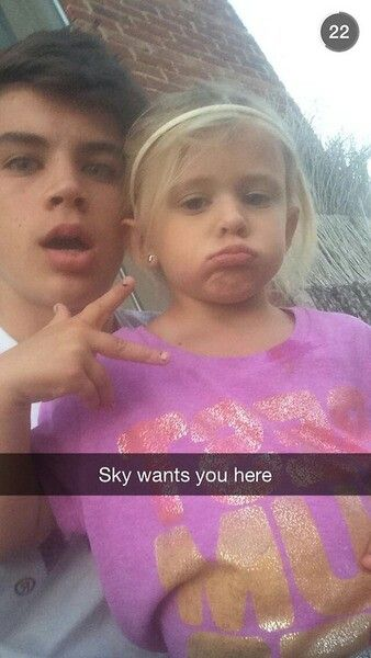 Imagine that you are Hayes girlfriend but also Sky's babysitter and Hayes used that as an excuse to you come at his house. Hayes Grier Imagine // Macgon Boys Imagine ❤