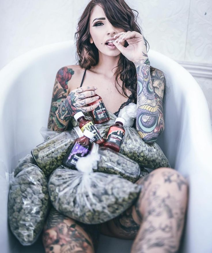 naked-tattoo-girls-weed-free-models-nude