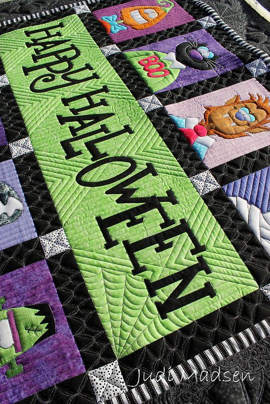 Amy Bradley's Happy Halloween, quilted by Judi Madsen.