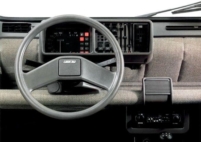 フィアット パンダ (初代 '79-'03):ジウジアーロデザインの傑作コンパクトハッチ