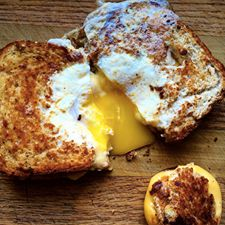 egg in the hole grilled cheese
