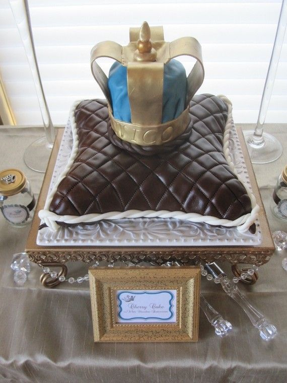 oooh...love this cake the best- much more regal looking!