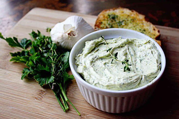 Crema de mantequilla y ajo para untar, sencilla y amena receta con #marihuana para compartir con amigos. #creandosonrisas