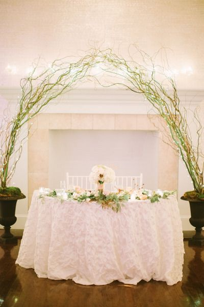 Branch arch over a gorgeous sweetheart table #reception Photography: Cmostr Photography - cmostr.com