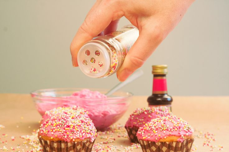 Dela ut muffins inför Alla hjärtans dag precis som Celsiusskolan i Uppsala! :)