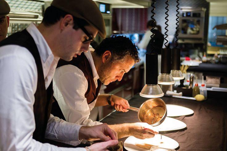 Giacomo Sacchetto è il sous-chef, il braccio destro di Giancarlo, meticoloso, sempre molto concentrato, gran professionista; con lui i tre capipartita…