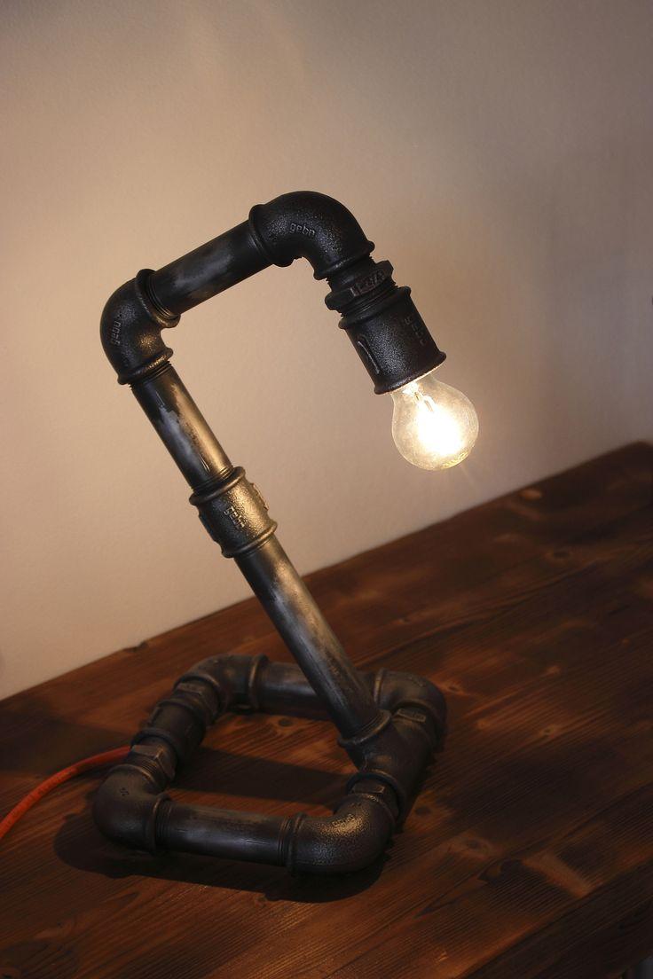 """Lampada da scrivania realizzato in tubi idraulici da 3/4"""" verniciati e trattati per dare stile ..."""