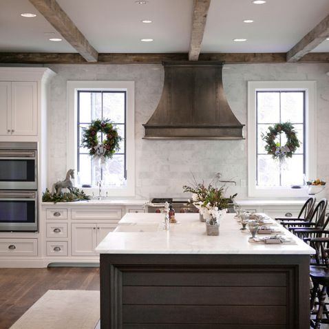 bell kitchen and bath studios u2013 traditional u2013 kitchen u2013 atlanta u2013 barbara brown photography range hood between windows