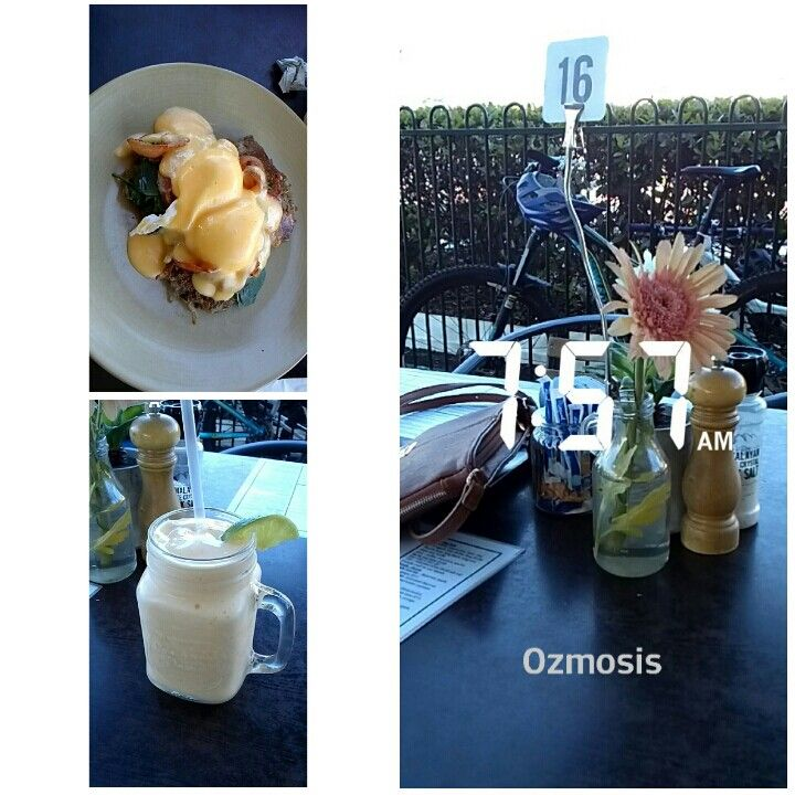 Cutest little breakfast/lunch cafe. #ozmosis #foodporn #foodie #smoothie #eggsbenedict #cairns #australia #hangingoutwithkandk