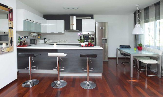 Decoracion blanco y gris en una cocina