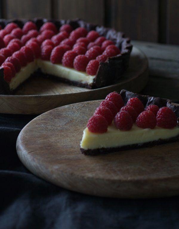 Schokoladentarte mit weißer Schokolade und Himbeeren (Summer Bake Desserts)