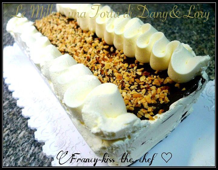 VIENNETTA RICETTA DI: FRANCESCA PICCIRILLI Dosi per uno stampo da plumcake INGREDIENTI: • 200 g di cioccolato fondente • 350 g di panna da montare