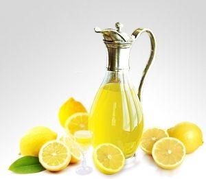 Nalewka faramceutów to niezwykła cytrynowa nalewka o jedwabistym smaku.