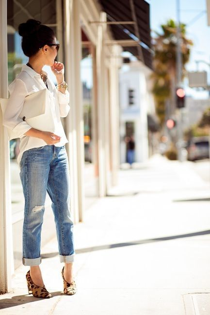 18 Looks with Boyfriend Jeans Glamsugar.com Great way to wear boyfriend cut jeans and a slouchy top�.. with feminine shoes and great piece of jewelery