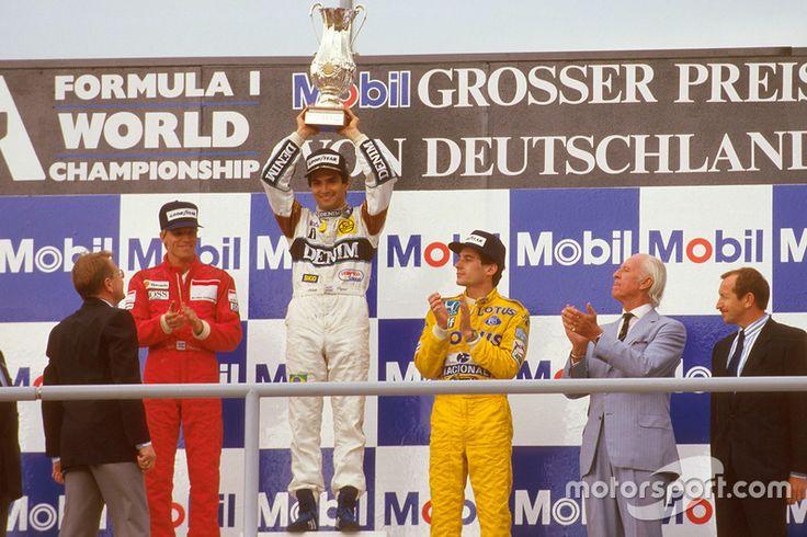 Podium : le vainqueur Nelson Piquet, Williams, le second Stefan Johansson, McLaren, le troisième Ayrton Senna, Team Lotus