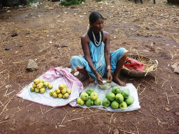 Halakki Gowdti selling fruits on the roadside
