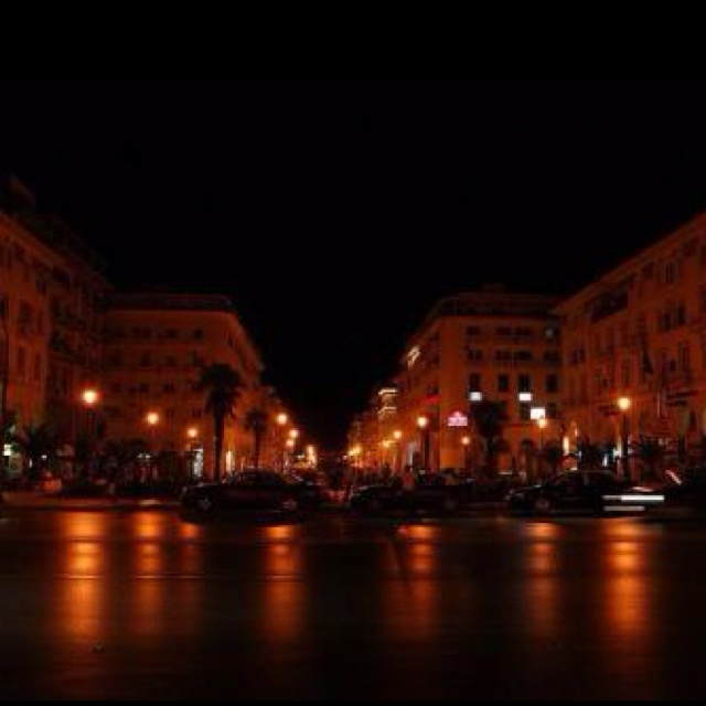 Thessaloniki (Greece): Just stroll by this city and you'll realize that what is the exact beauty of an exotic nightlife. Escapade to Thessaloniki  is considered as a lifetime experience for visitors as it is widely admired for offering fascinating entertainment platform in absolute Athenian atmosphere. If you're packing your bags for this city then don't forget to enjoy at least one night in bouzoukia (electrifying live music clubs).