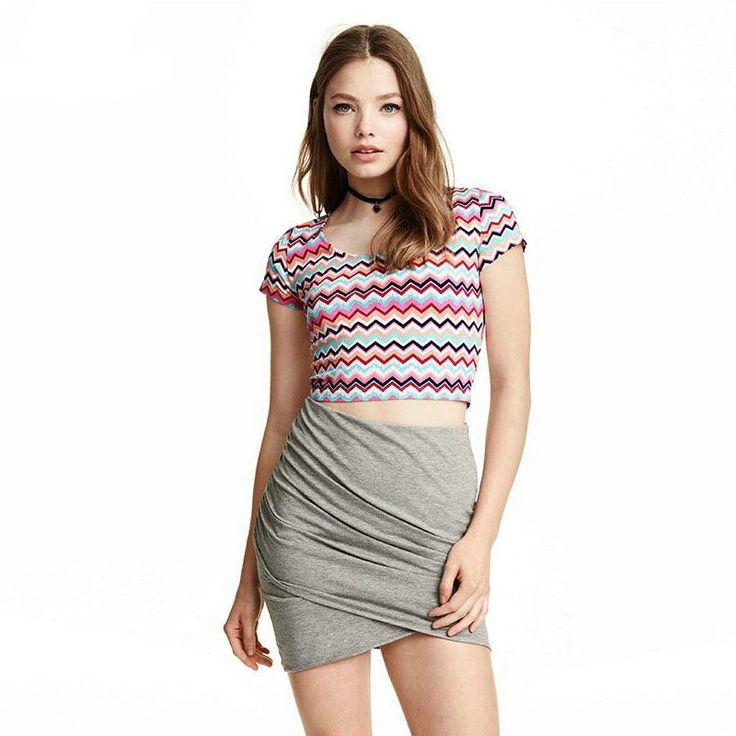 Moda Jovem Calitta Mini Blusa Colorida Top T Fitness Acadmeia Urbana Linda, estilo verão. Compre roupas pra malhar online na Calitta.
