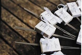 Sparkles! Chuva de Brilhos na Saída da Igreja. OBS: solução ideal para igrejas que não permitem pétalas, nem arroz, nem bolinhas de sabão...