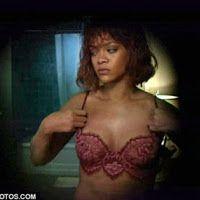 Η Rihanna κάνει στριπτίζ θυμίζοντας τη σκηνή απο το Ψυχώ του Χίτσκοκ