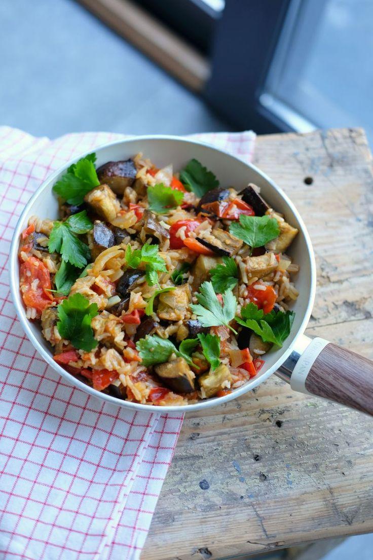 """Het lekkerste recept voor """"Mediterraanse zilvervliesrijstschotel met aubergine en kerstomaatjes"""" vind je bij njam! Ontdek nu meer dan duizenden smakelijke njam!-recepten voor alledaags kookplezier!"""