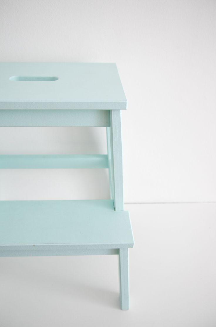 ♥Diy ikea keukentrapje. Gebruik 'm bijvoorbeeld als nachtkastje. #IKEAcatalogus