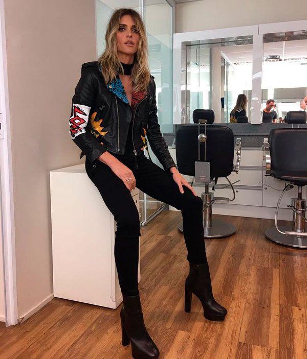 Fernanda Lima escolheu um look rocker com skinny preta, botas e jaqueta de couro.