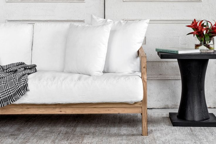 Holt sofa white with natural frame