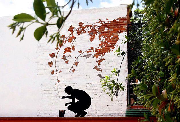 Творения этого художника — самая настоящая живопись. Уличная живопись. Работы Пижака хочется пересматривать снова и снова, а уж увидев их на улице, вы наверняка забудете, куда шли https://roomble.com/publication/samye-romantichnye-graffiti-v-mire-znamenitye-ulichnye-kartiny-hudozhnika-pizhaka/