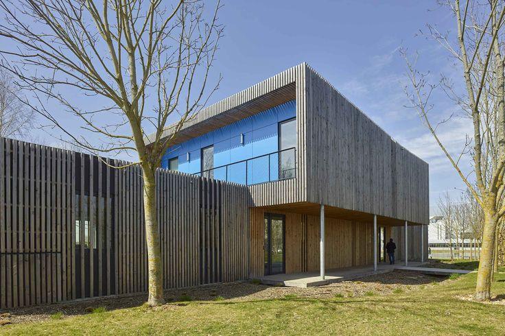 Les 25 meilleures id es de la cat gorie bureaux d 39 accueil for Immeuble bureau design