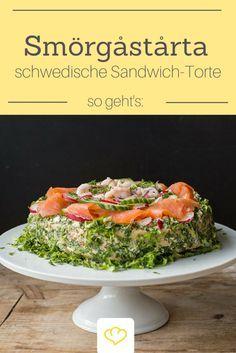 Diese herzhafte Sandwich-Schichttorte ist ein echter Klassiker der schwedischen Küche und das perfekte Gericht für jede Party. Ein echter Hingucker bei jedem Silvester-Buffet und auch zum Neujahrsbrunch eine willkommene Abwechslung.