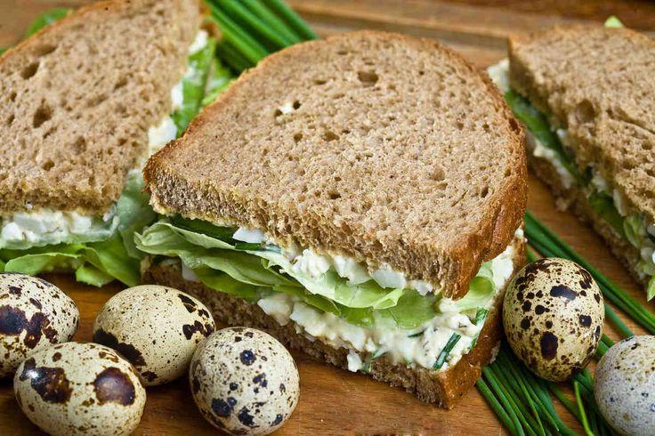 Kanapki z pastą jajeczno-ziołową #przepisytesco #smacznastrona #kanapki #pastajajeczna #zioła #pycha