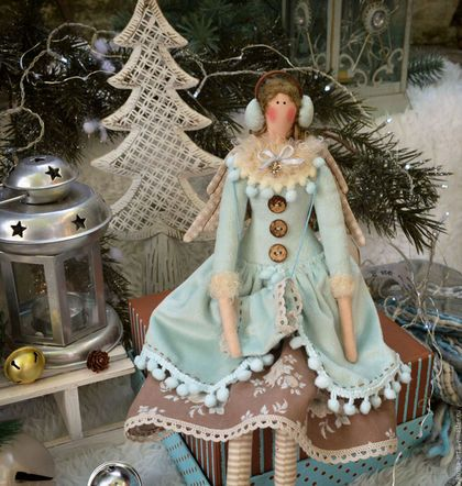 Купить или заказать Морозное какао(на коньках)...Интерьерная кукла тильда в интернет-магазине на Ярмарке Мастеров. Фея из новой новогодней коллекции 2016 'Морозное какао'!Очень морозная и снежная девочка,придет к Вам в гости и украсит Ваш дом,наполнив его новогодним настроением!Сидит с опорой,сзади есть петелька подвес! ------------------------------- Цена без учета доставки!!!!Доставка 250 руб. ----------------------------------------------------- Узнавайте о новых работах с помощью ...