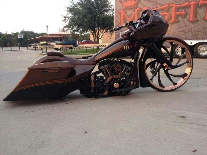 LOVE the color & the gold on the wheel.. but a bit too extreme on the custom. The front wheel & chopped bags are too much.