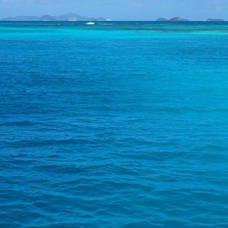 Felt the timeline was lacking some Caribbean Blue That means it's time to go sailing again! Found a kitesurf boat on Facebook that could use some parttime hands on deck! ???? Tomorrow I hop on board #caribbeanblue #nofilter #sailing #grenada #grenadines #neverstopexploring #turqoise #oceanlove #sailinglife #travelstoke #theoutbound #gadv #rtw #bluemind #makeasplash