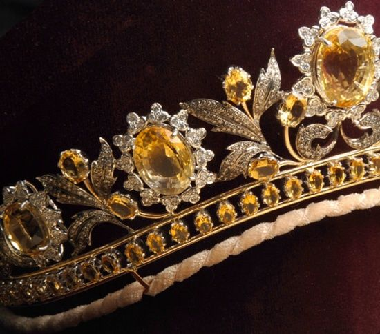 Close up of tiara from the Queen of Sheba Tiara - large honey-coloured diamonds, white brilliant-cut diamonds, smaller honey-coloured diamonds, rose-cut and old-cut diamonds set in yellow and white gold (some of which has been oxidized). It was designed specially for Lady Colin Campbell