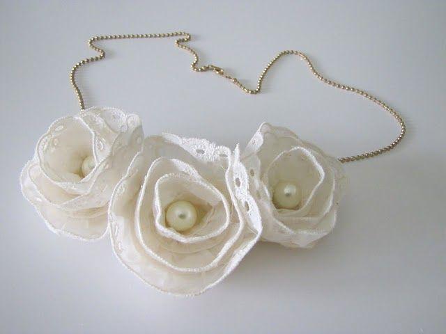 Lace Flowers: Lace Flowers, Diy Necklaces, Ribbons Flowers, Flowers Necklaces, Diy Gifts, Anthropologie Inspiration Bibs, Flowers Ideas, Fabrics Flowers, Bibs Necklaces