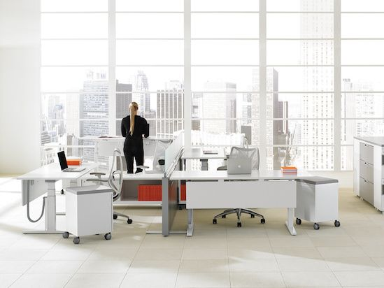 Livello work tables integrate seamlessly with freestanding or panel-based environments and enable users to adjust tables to fit the task at hand.