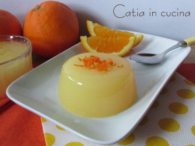 Era da un po' che mi frullava in testa l'idea di provare a fare il gelo di arancia. Dopo il successo riscosso dal gelo al limone, che ci è piaciuto proprio