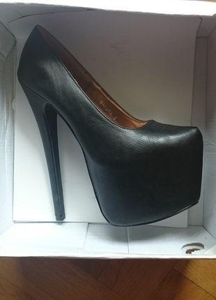 Kup mój przedmiot na #vintedpl http://www.vinted.pl/damskie-obuwie/platformy/14573271-megawysokie-czarne-szpilki